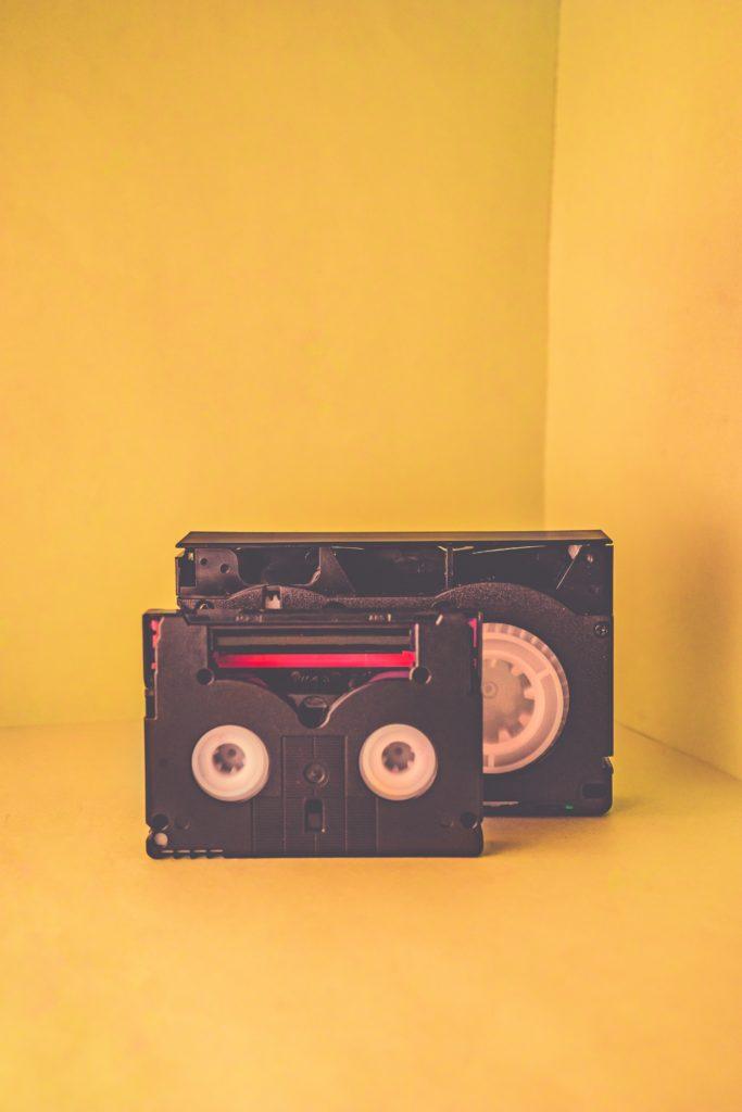 disquete radio fondo amarillo