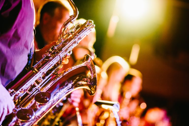 saxofones tocando